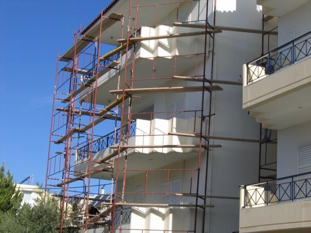 Βάψιμο κτιρίου στην Πεύκη