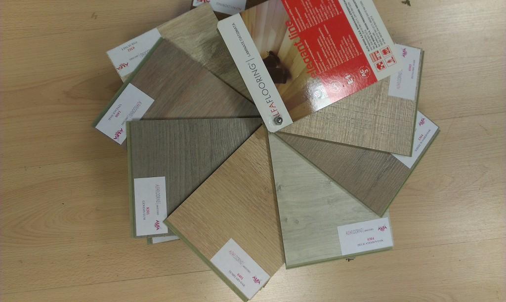 Αλλάξτε δάπεδο με ξύλο laminate τα βήματα