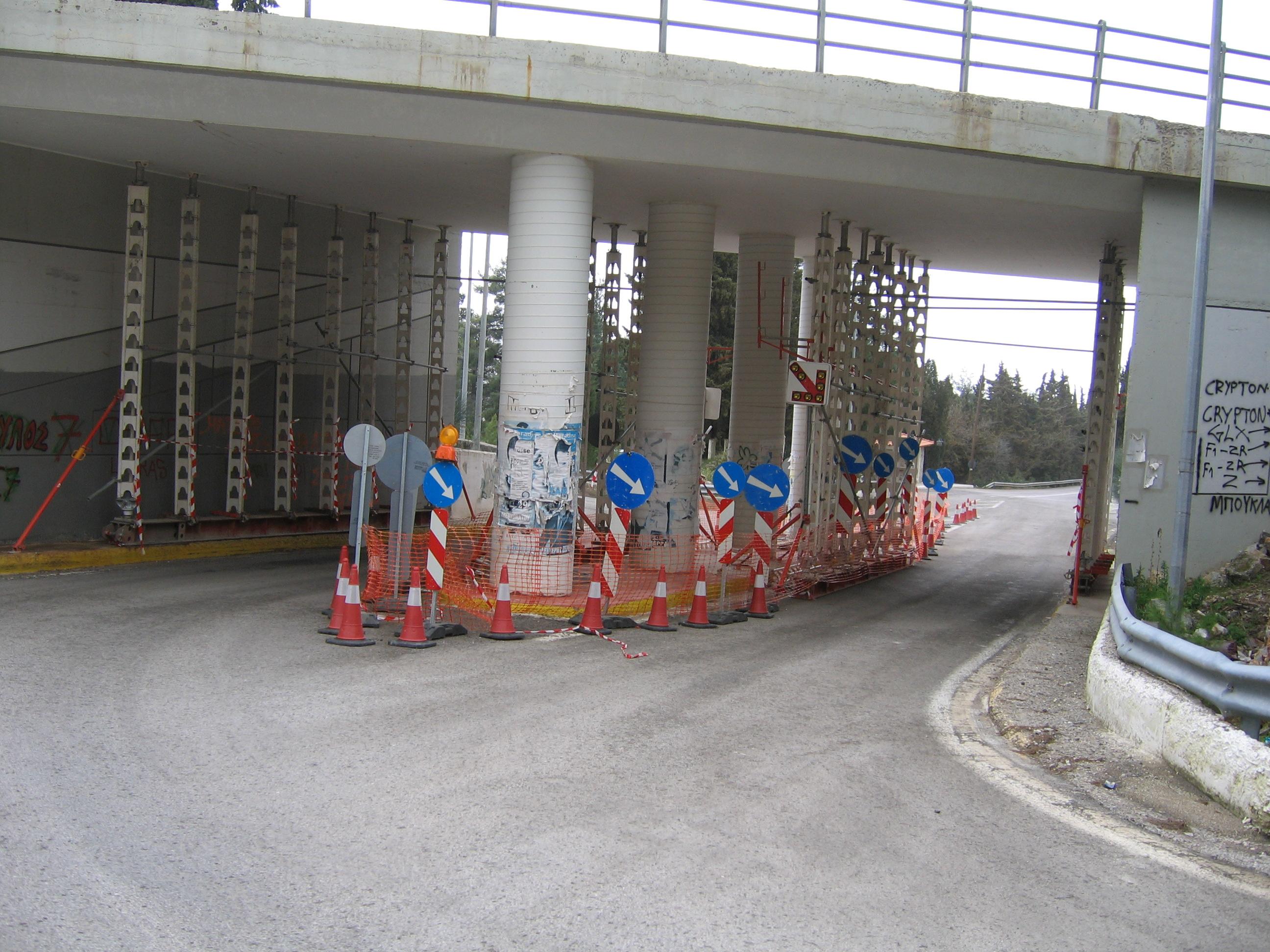 Υποστύλωση γεφυρών στις Ερυθρές