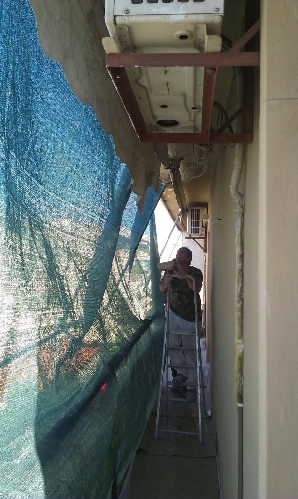 Καθαίρεση σοβάδων σε μπαλκόνια