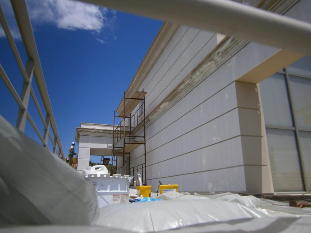 Επισκευή κτιρίου στην Κόρινθο τρίψιμο τοίχων
