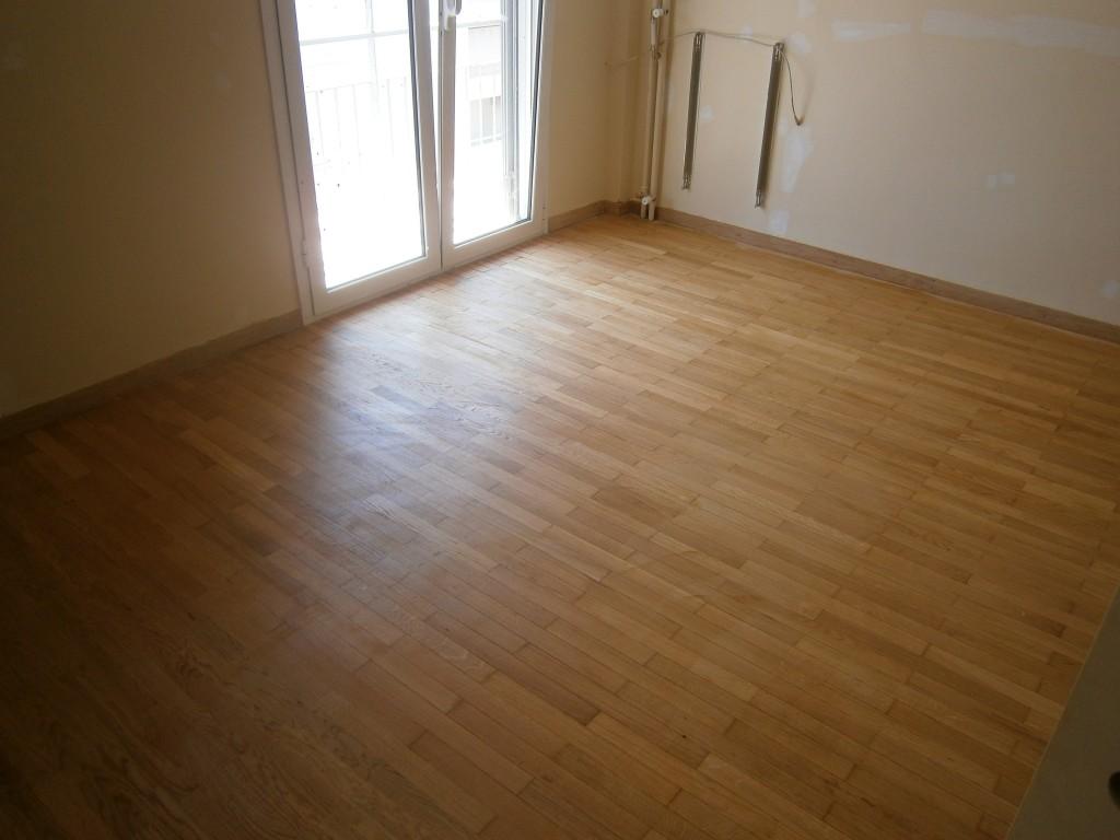 Τοποθέτηση βερνίκι σε ξύλινο πάτωμα