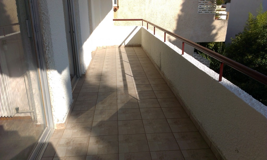 Τοποθέτηση πλακάκια σε μπαλκόνι