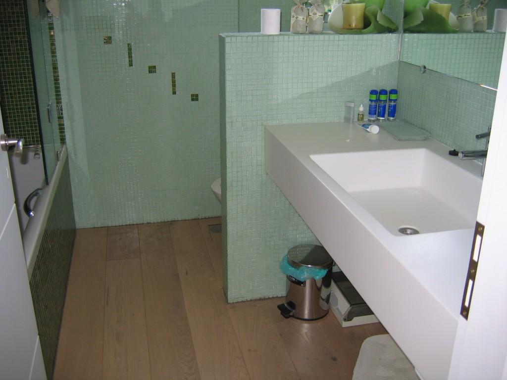 Ανακαίνιση μπάνιου πάγκοι corian