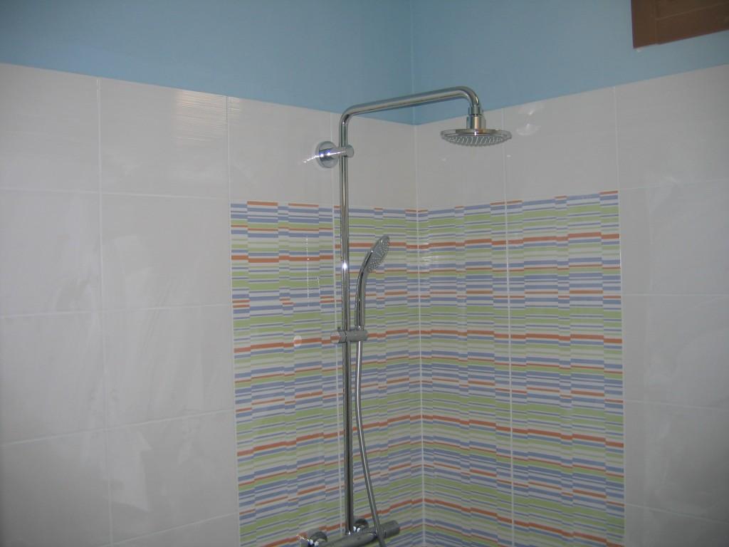 Ανακαίνιση μπάνιου τα σωστά βήματα στήλη ντουζιέρας