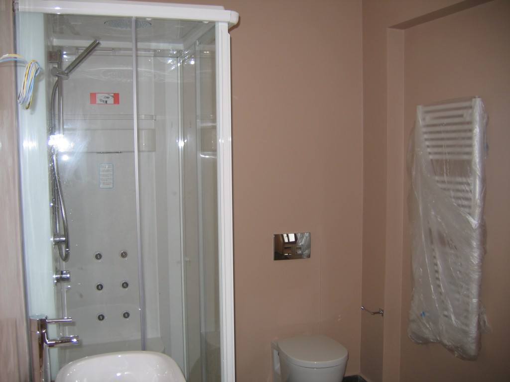Ανακαίνιση μπάνιου βάψιμο τοίχων μπάνιου