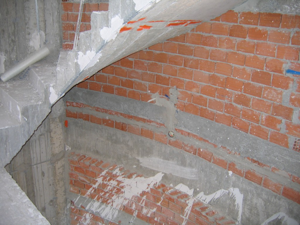 Εφαρμογή γυψοσοβάς σε σκάλα