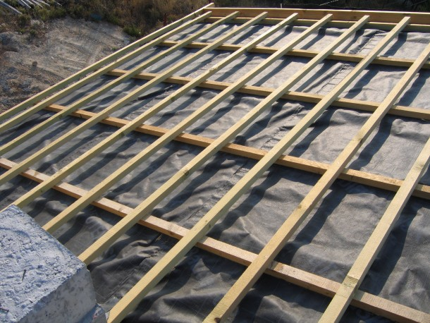 Τοποθέτηση καδρόνια σε στέγη
