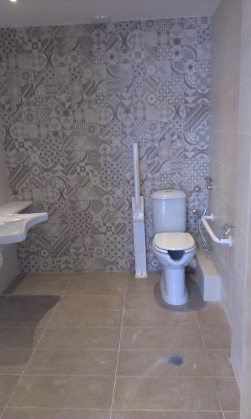 Ανακαίνιση γραφείων Μπάνιο ΑΜΕΑ