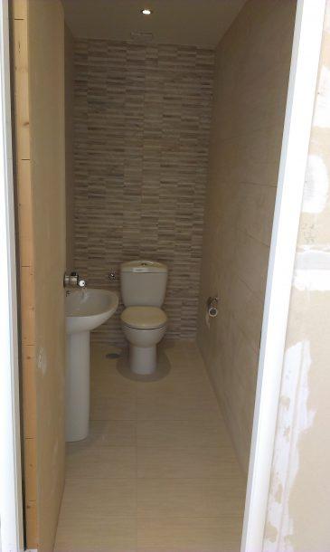 ανακαίνιση μπάνιου σε γραφεία