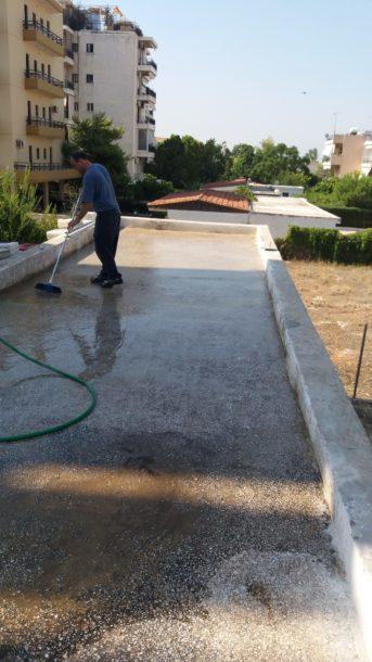 Τοποθέτηση πλακιδίων σε ταράτσα Καθαρισμός υποστρώματος