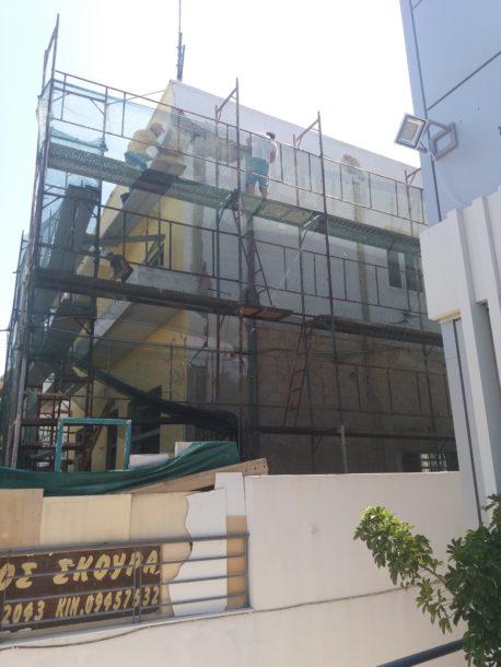 καθαίρεση σοβάδων αποκατάσταση τοιχοποιίας σε κτίριο