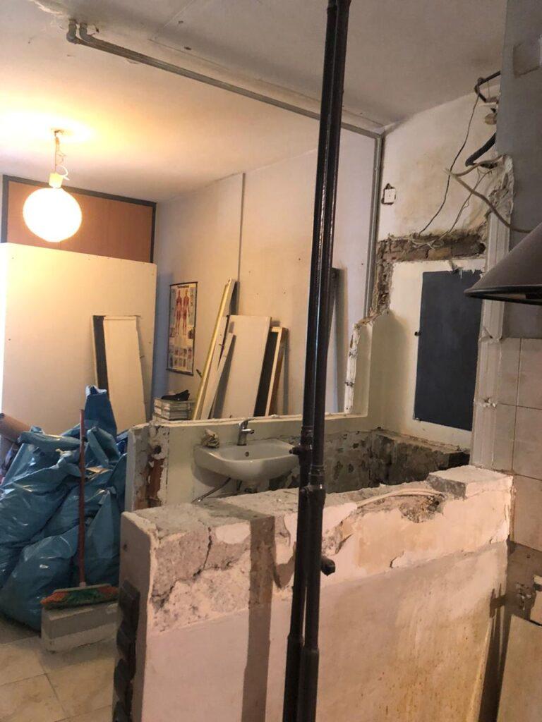 ανακαίνιση μπάνιου αποξήλωση πατάρι τοίχοι